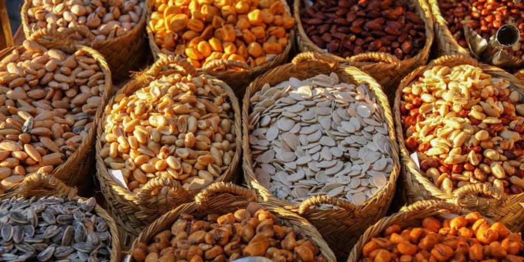 Nüsse und Körner