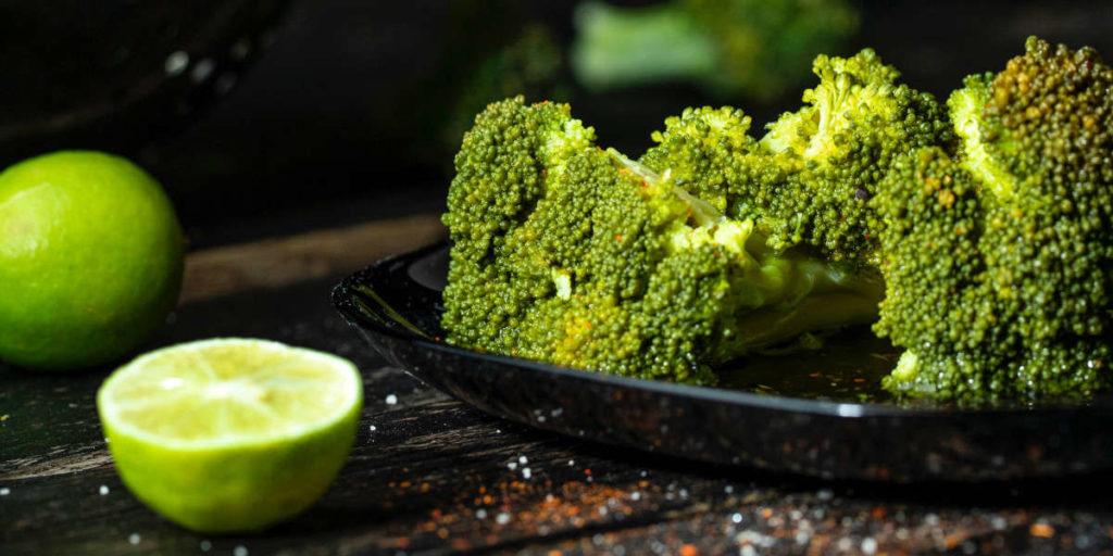 Brokkoli ist eine Quelle von Vitamin C, von dem bekannt ist, dass es das Immunsystem stärkt.