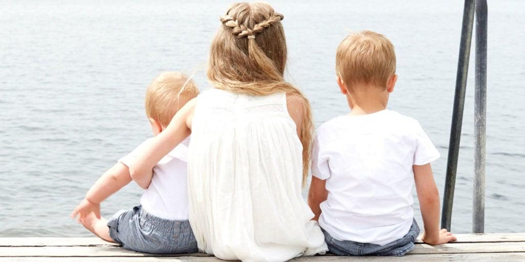 Kinder verbringen Zeit im Freien